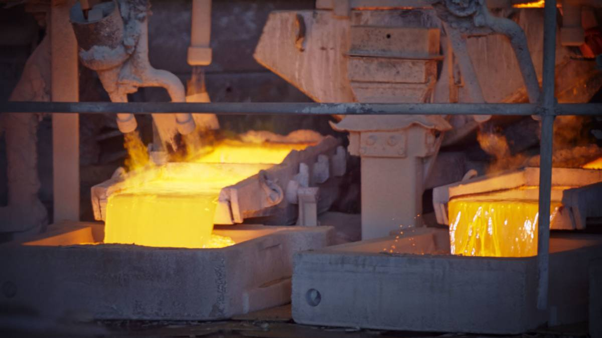 The state government has backed the Mount Isa copper smelter for another for another four years.